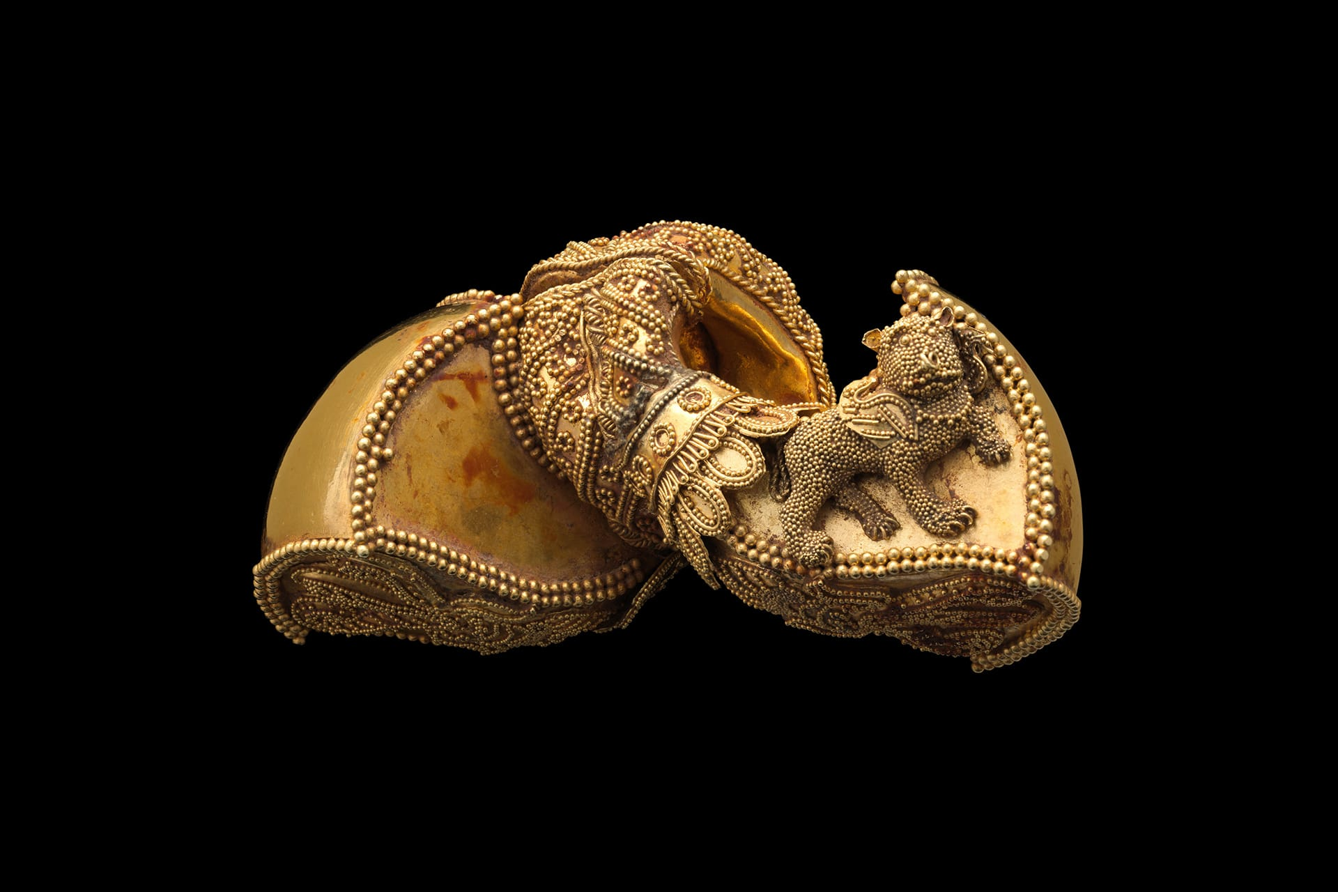 1st century gold earrings from India