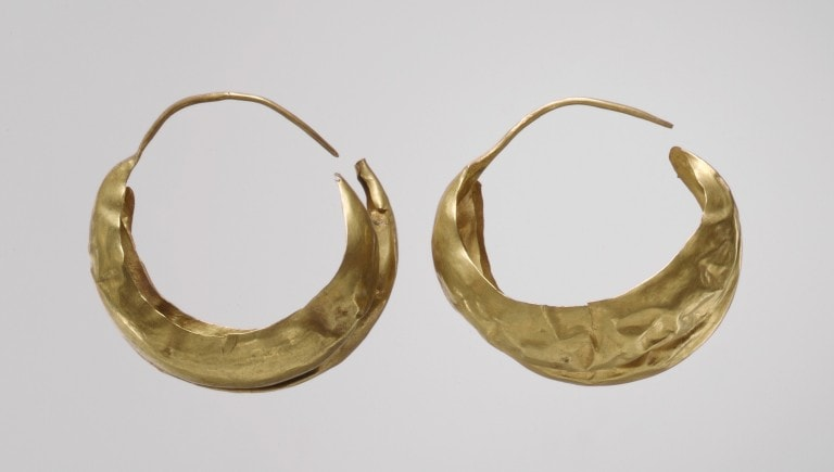 Earrings recovered from royal tomb in Sumeria