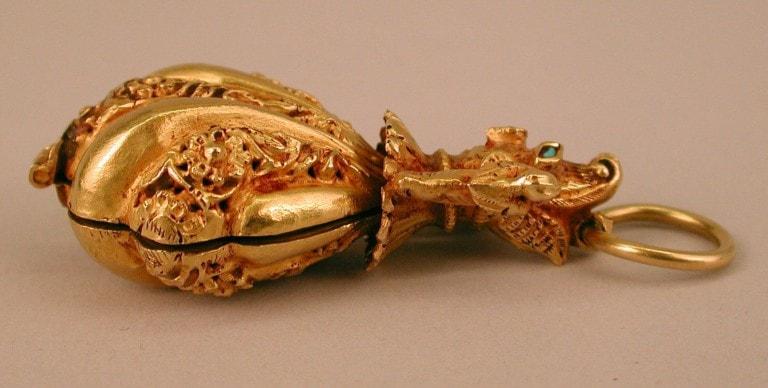 Locket pendant. 17th century. India.