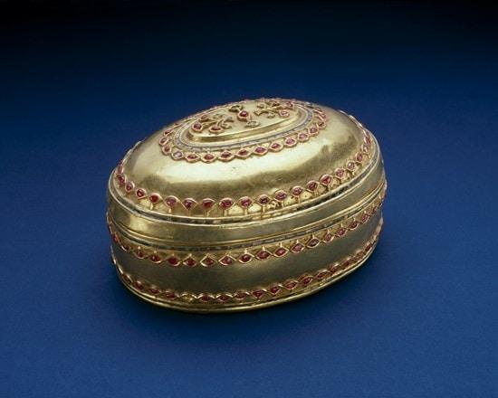 Betel nut box, Paan-daan, with garnets, emeralds and rubies