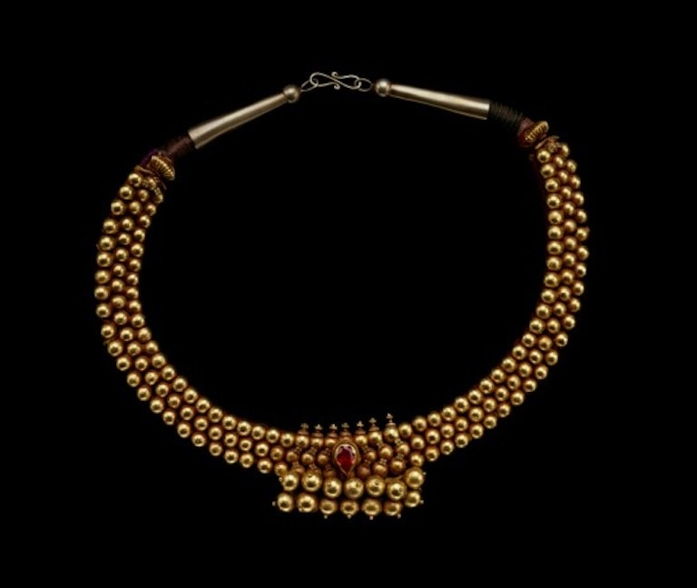 Gold necklace with rubies.