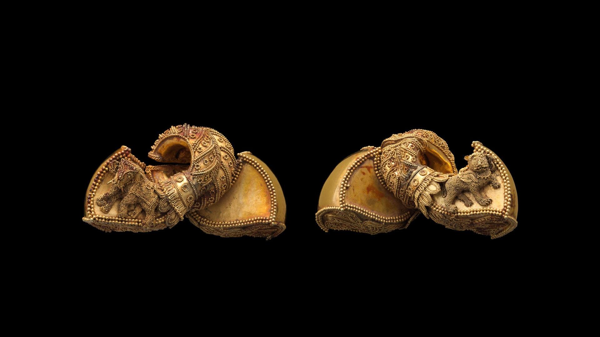 Gold Earrings 1st century