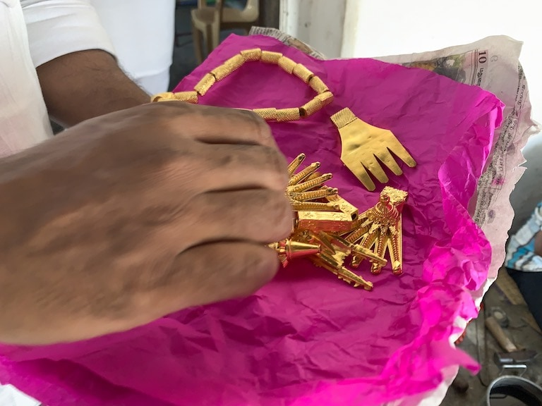A freshly unwrapped kalathooru. The groom's family will string it together the day before the wedding.