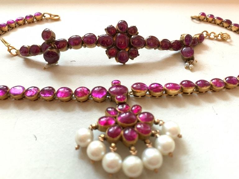 Kempu addigai with matching earrings and bracelet