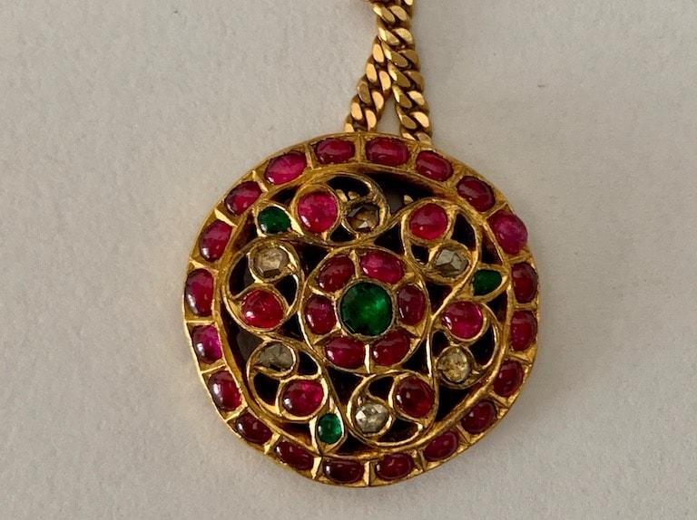 Kempu padakkam or pendant