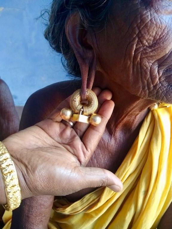 Women wearing a savudi earring
